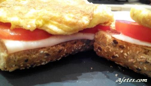 sandwich vegetal con tortilla francesa