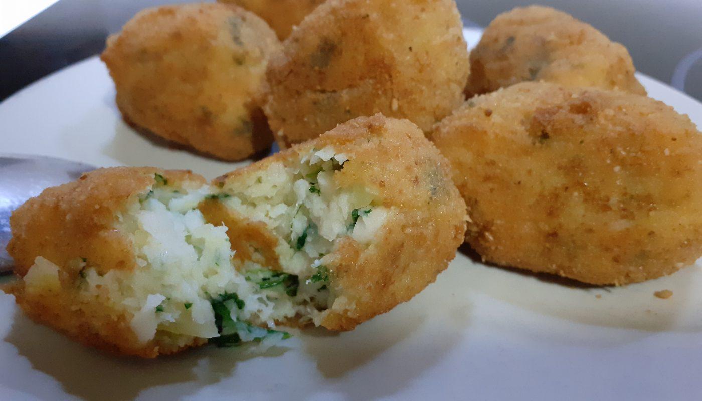 bolitas de patatas y pescado